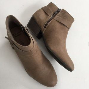 Like new Clarks leather booties